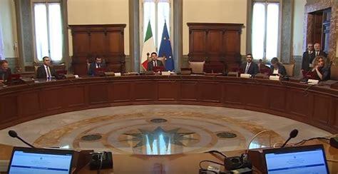 decreti consiglio dei ministri consiglio dei ministri ok a decreti terra dei fuochi e