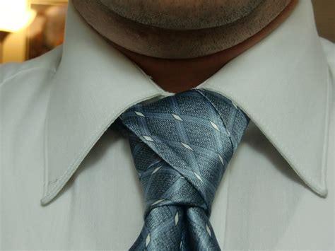 Diagonal Tie Knot - nudo de corbata diagonal un nudo informal para el verano