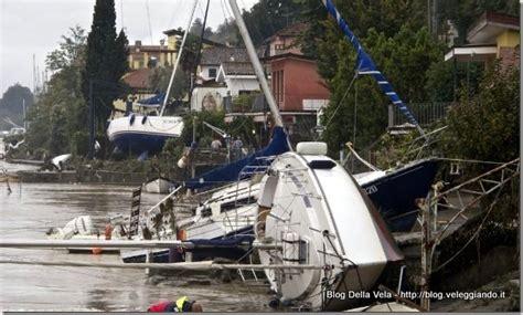 lade da cantiere alluvione liguria bocca di magra barche alla deriva