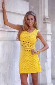 ажурное платье для девочки спицами видео