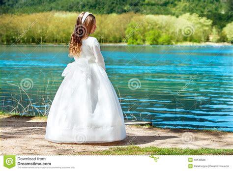muchacha dulce en vestido de la comuni 243 n al aire libre foto de archivo imagen 40148588
