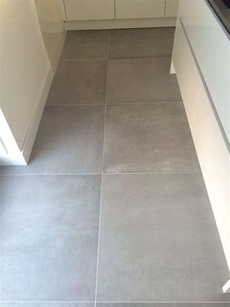 vloertegels 80x80 betonlook kronos prima materia 80x80 cm 8110 betonlook vloertegels