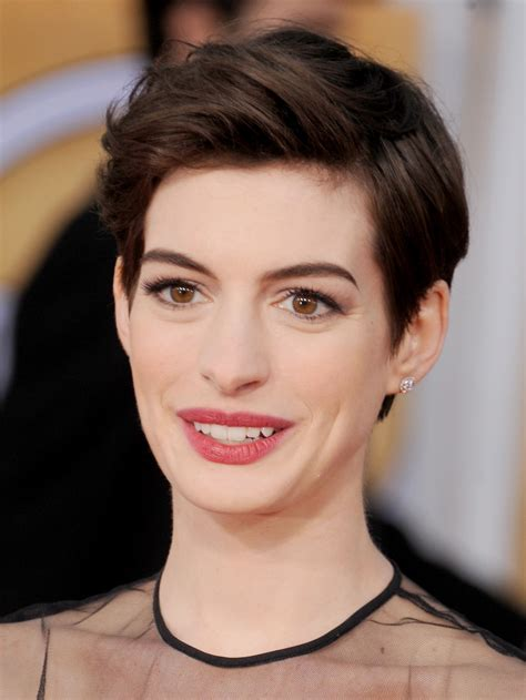 pixie hair cuts show back choopie cut to front anne hathaway shows you 10 inventive ways to wear a pixie