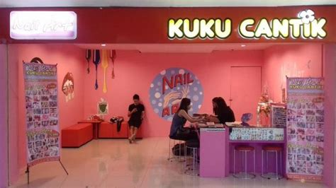 Manicure Di Salon Cantik di salon kuku cantik hartono mall ini pengunjung bisa bawa model nail sendiri tribunsolo