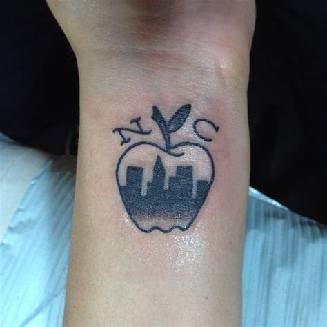 Newyork City Apple Tattoo Design On Wrist Tattooshunt Com Tattoos Nyc