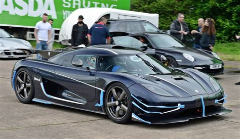 koenigsegg one 1 black koenigsegg one 1 clocks 240mph at vmax200