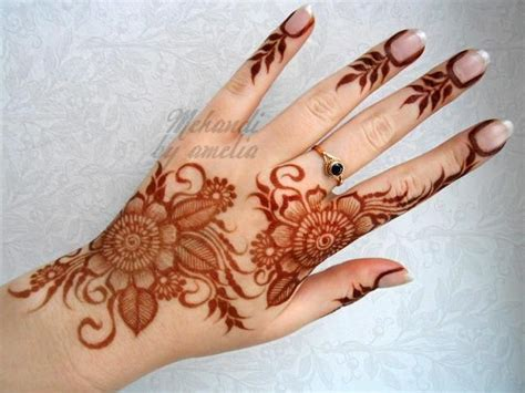 henna tatto for hand the flower designs it flows really nicely d henna