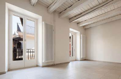controsoffitti in legno bianco trasformare le travi in legno soffitto con l uso