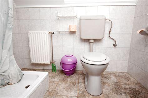 fliesen entsorgen toilette fliesen 187 so geht s in 4 schritten