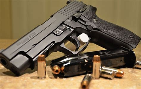 porto pistola l ex guardia giurata con la passione delle pistole senza