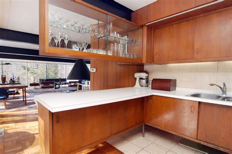 kitchen cabinets display choosing the right style for kitchen cabinets