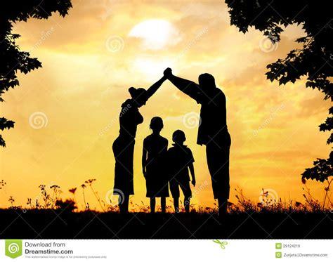 pre image silhouette groupe d enfants heureux jouant sur le pr 233