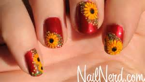 Yellow Sitting Room - nail nerd nail art for nerds 187 dotty daisy nails