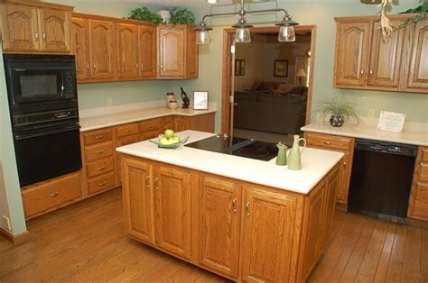 oak kitchen ideas google search home kitchens pictures of kitchen wood floors with honey oak cabinets