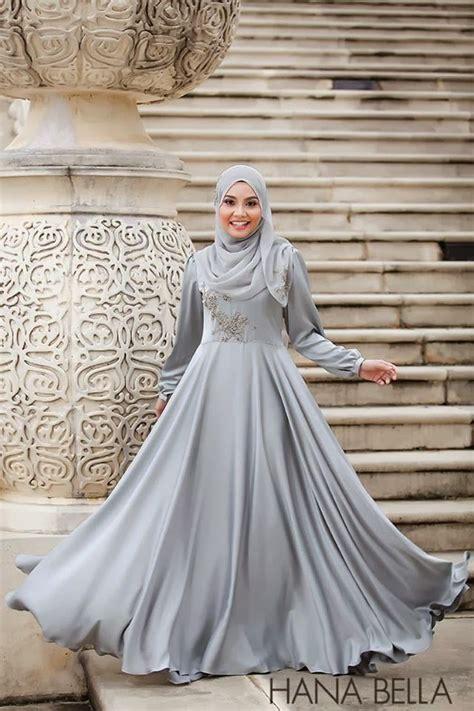 hana karmila dusty grey dress wedding things grey wedding and beaches