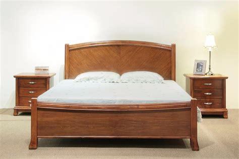 exklusive wandlen den schlafraum mit einem exklusiven holzbett schm 252 cken
