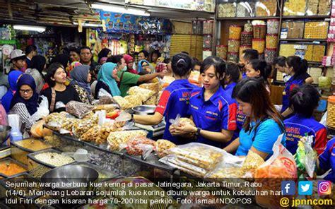 Kisaran Timbangan Kue jelang idul fitri toko kue diserbu warga jpnn foto