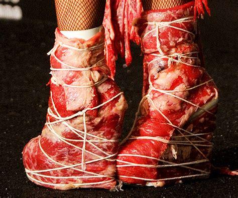 Fakta Unik Baju Gaga gaga pakai baju daging dress aku seorang wanita
