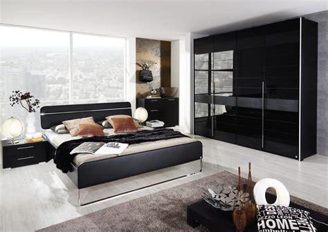 schlafzimmer mit schwarzem bett schlafzimmer schwarz