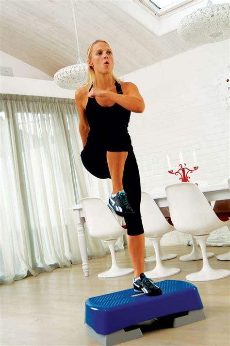 aerobic zuhause step aerobic workout f 252 r den knack po bilder fit for