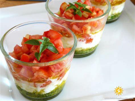 bicchieri per finger food bicchierini pomodoro mozzarella e basilico
