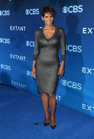 Frock Horror Of The Week Halle Berry by Best And Worst Looks Of The Week Today S Evil