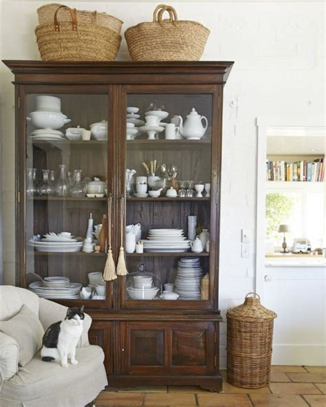 what to put on top of china cabinet best 25 china cabinet display ideas on china