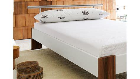 futonbett inkl matratze futonbett bobby wei 223 nussbaum inkl matratze und rollrost