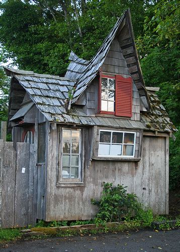 hobbit shed flickr photo