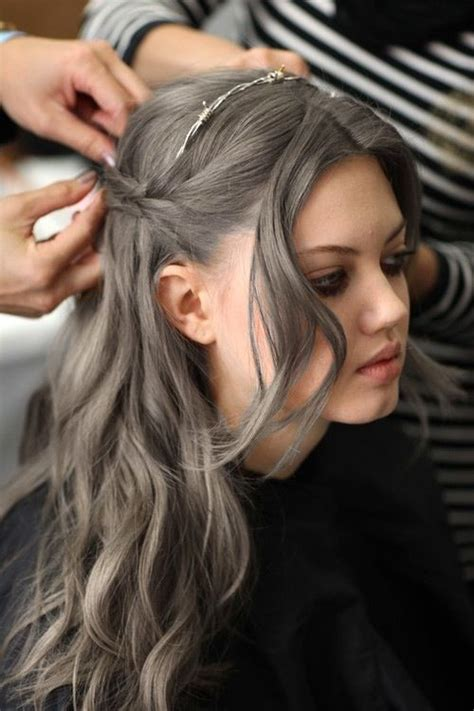 how to bring out the grey in hair dark grey hair hairdo grey hair make up pinterest