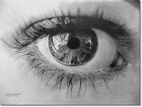 faa os detalhes de boca e olhos com a caneta permanente preta e o segredo do desenho realista de retratos 224 l 225 pis o