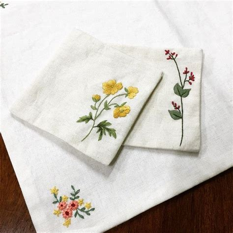 embroidery design for handkerchief 1000 ideas about simple embroidery designs on pinterest
