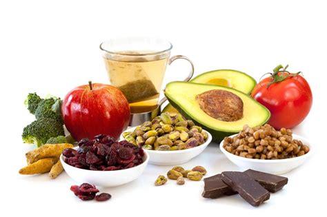 alimenti aiutano la prostata la curcuma contro i radicali liberi dailygreen