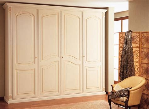 wardrobe in wood handcrafted for luxury villas idfdesign
