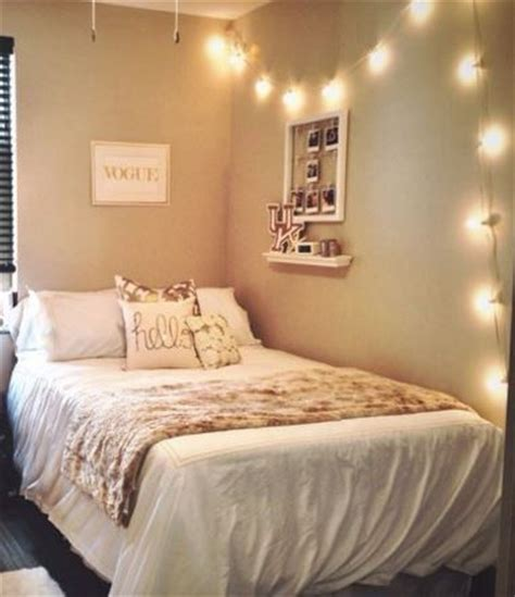 White And Gold Bedroom Decor Ideas 17 Best Ideas About Gold Room Decor On Gold