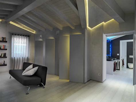 soffitto con travi in legno illuminare un soffitto con travi a vista