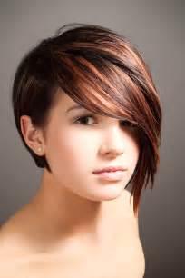 coupes de cheveux courte avec frange sur le cot 233