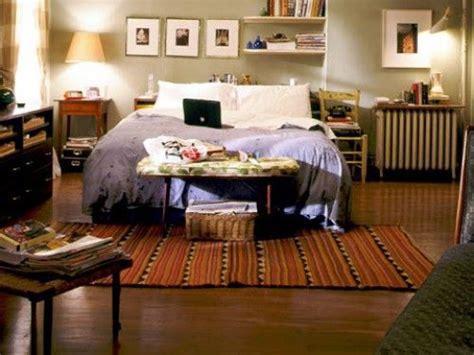 carrie bradshaw bedroom best 25 new apartment essentials ideas on pinterest