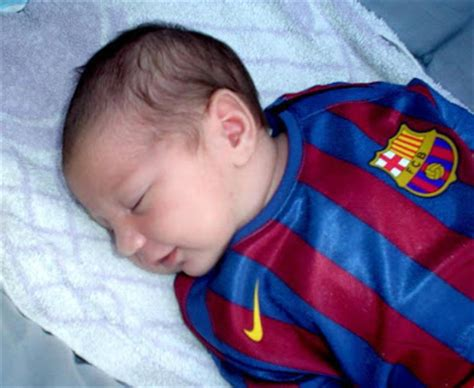 messi born new baby photo of lionel messi s new baby thiago messi gistmania