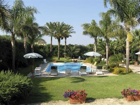foto ville con giardino giardino con piscina foto di villa marsala
