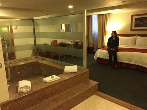 habitacion suite con jacuzzi habitaci 243 n con jacuzzi picture of holiday inn mexico