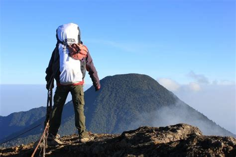 membuat puisi tentang gunung 10 ide traveling sederhana buat para jomblo di malam minggu