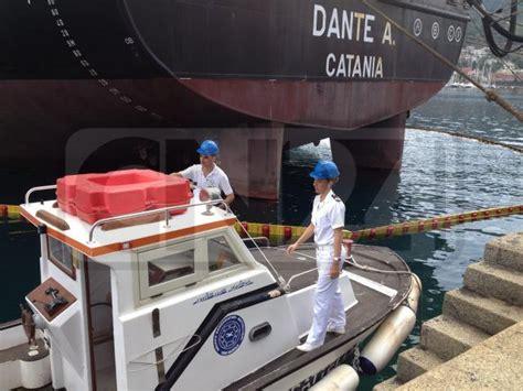 capitaneria di porto vibo marina guardia costiera esercitazione antincendio nel porto di
