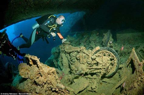 boat sinking go fund me mer 252 l 233 s a legh 237 resebb v 246 r 246 s tengeri roncshoz a
