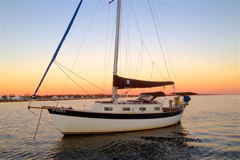 living on a boat for the summer 10 reasons why living on a small boat is amazing tula s