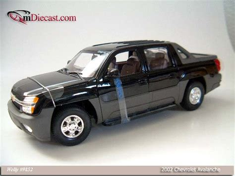 Diecast Welly Chevrolet Avalanche welly 2002 chevrolet avalanche black 9852 in 1 18