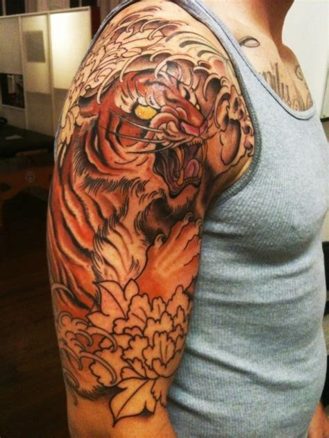 quarter sleeve tattoo art half sleeve artist zack spurlock tiger tattoo