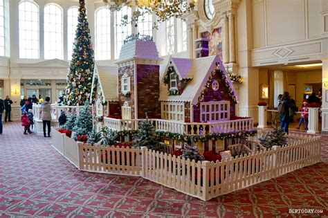gingerbread house lights decorations the disneyland hotel christmas gingerbread house in