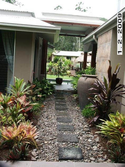 Tropical Backyard Landscaping Ideas Down Side Of House Back Yard Garden Ideas Pinterest