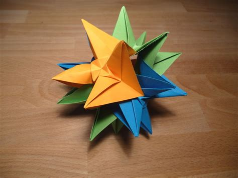 Easy Modular Origami - origami nut 187 simple kusudama